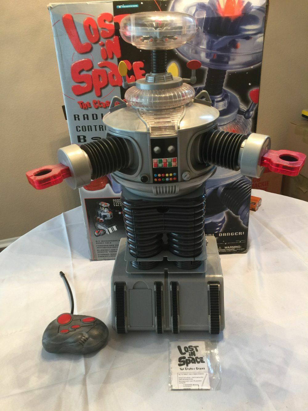 LARGE LOST IN SPACE ROBOT-TALKING -MOVING-LIGHTS-REMOTE NRMIB VIRTUALLY UNPLAYED