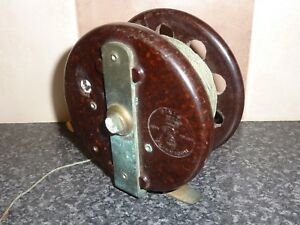 MODERNITE-PIXIE-VINTAGE-FISHING-REEL-BROWN-BAKELITE-WITH-LINE-BRITISH-MADE