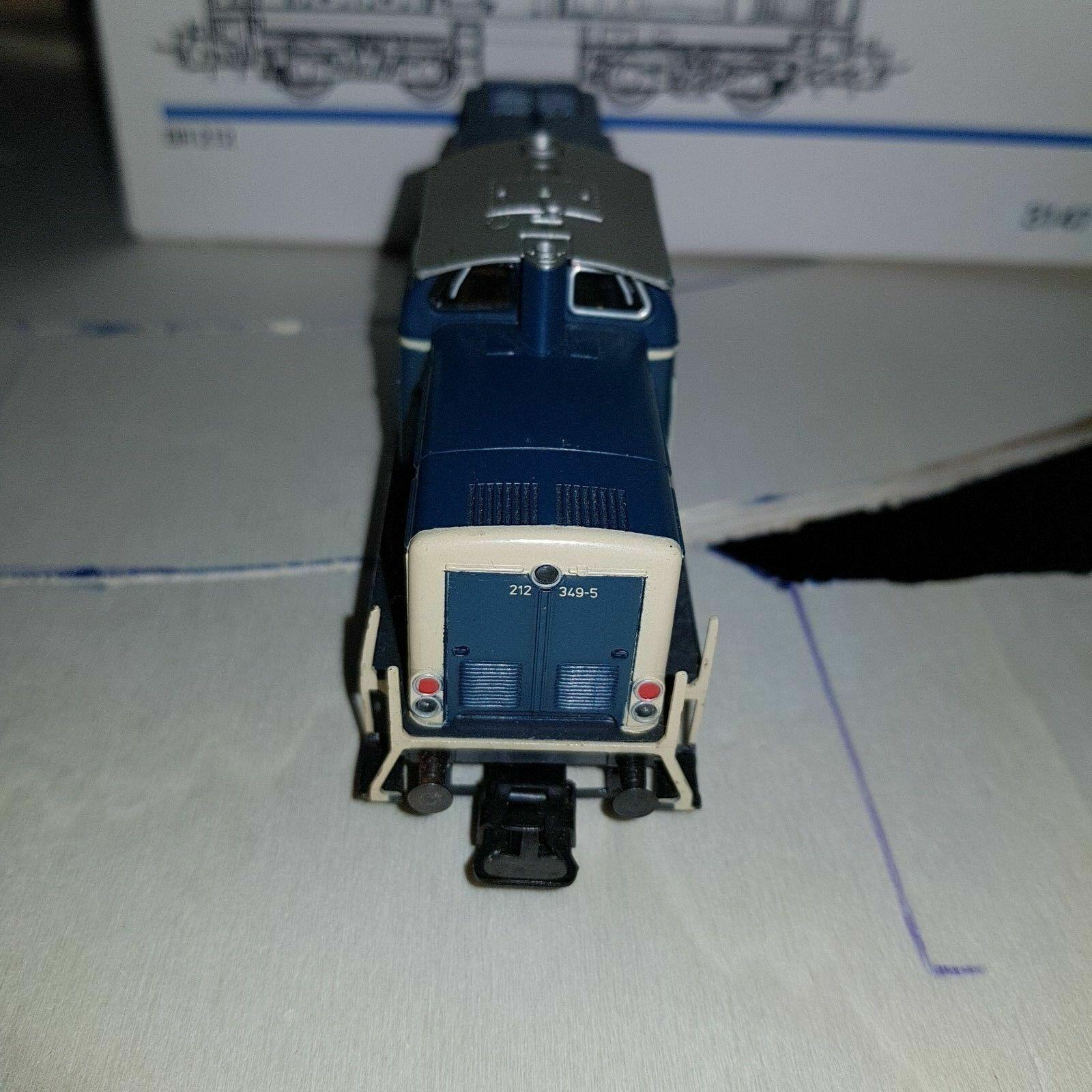 LOCOMOTORE DIESEL MARKLIN HO 3147 BR-212-DB IN BOX