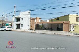 Lote en VENTA de terreno en esquina con dos propiedades en Col Roma Monterrey Nuevo Leon