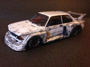 BMW-320i-1977-Gr-5-Umbau-Tuning-Diorama-Scheunenfund-weathered-Finish-Line-1-18