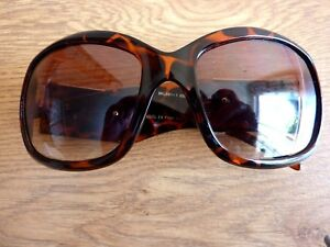 Kangol Ladies Sun glasses Filter Category 2 Specs with Fibre Cloth & Case