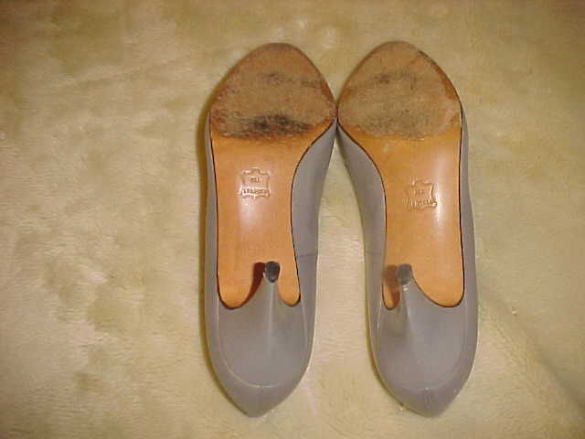 LADIES WOMENS VINTAGE CARESSA PUMP M GRAY LEATHER SIZE 8.5 M PUMP 4a5525