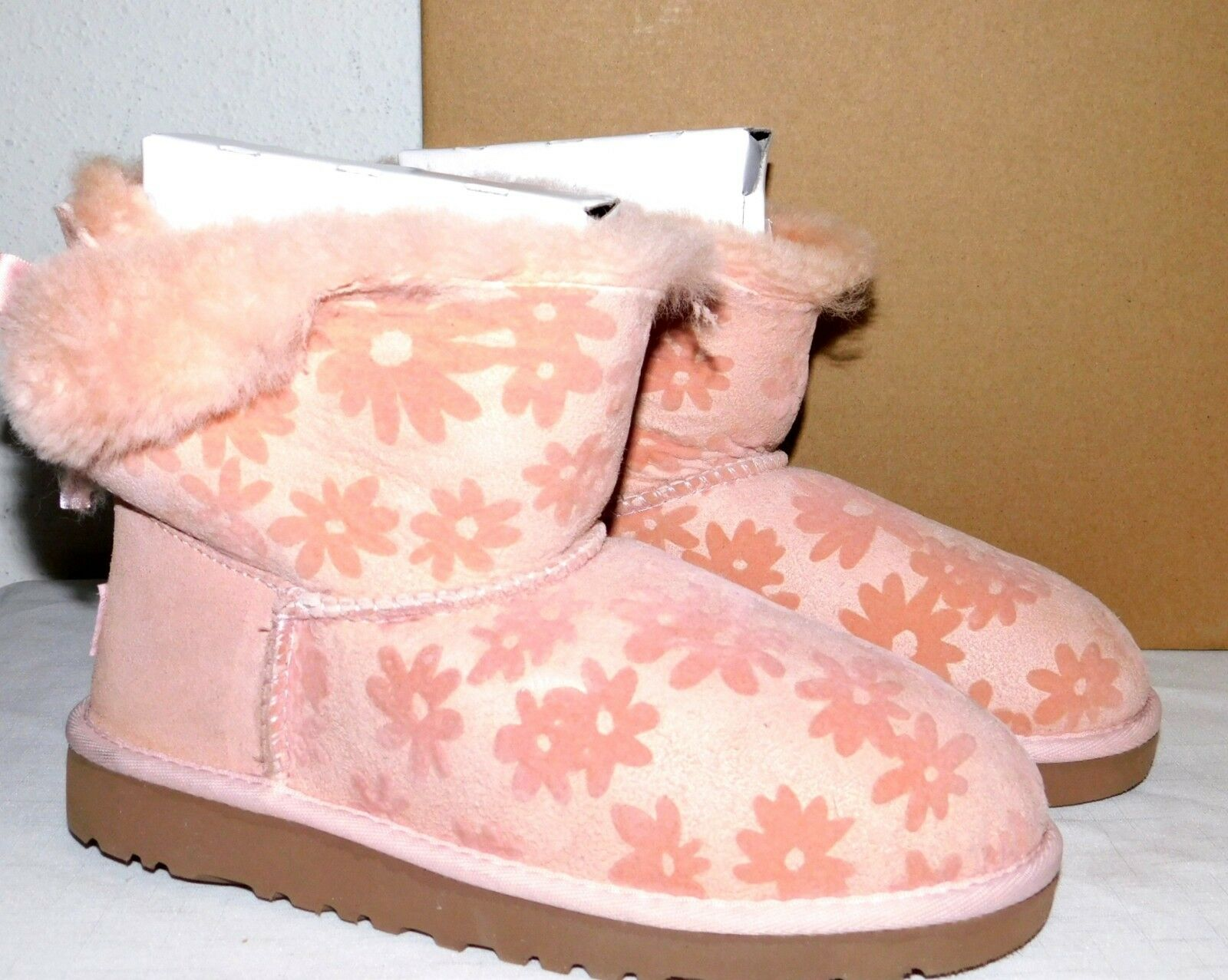 48c1a2f22f1 Kids Girls Sz 2 UGG Baby Pink Mini Bailey Bow Flowers Suede Sheepskin BOOTS