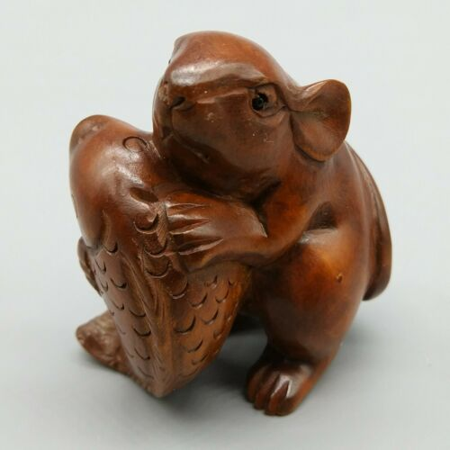 Hand Carved Japanese Boxwood Netsuke Mouse /& Fish Handy Wood Figurine Carving