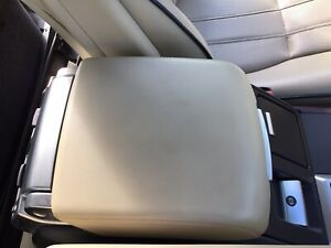 Range-Rover-Vogue-L322-Arm-Rest-2008