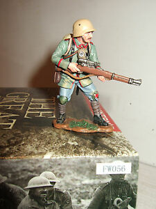King and Country FW056 WW1 German Sniper standing to Aquire Target,1:30 Scale.
