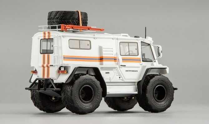 Petrovich Petrovich Petrovich 204-50 4х4 Emercom 2014 bianca DiP Models resin 220452 1:43 528652