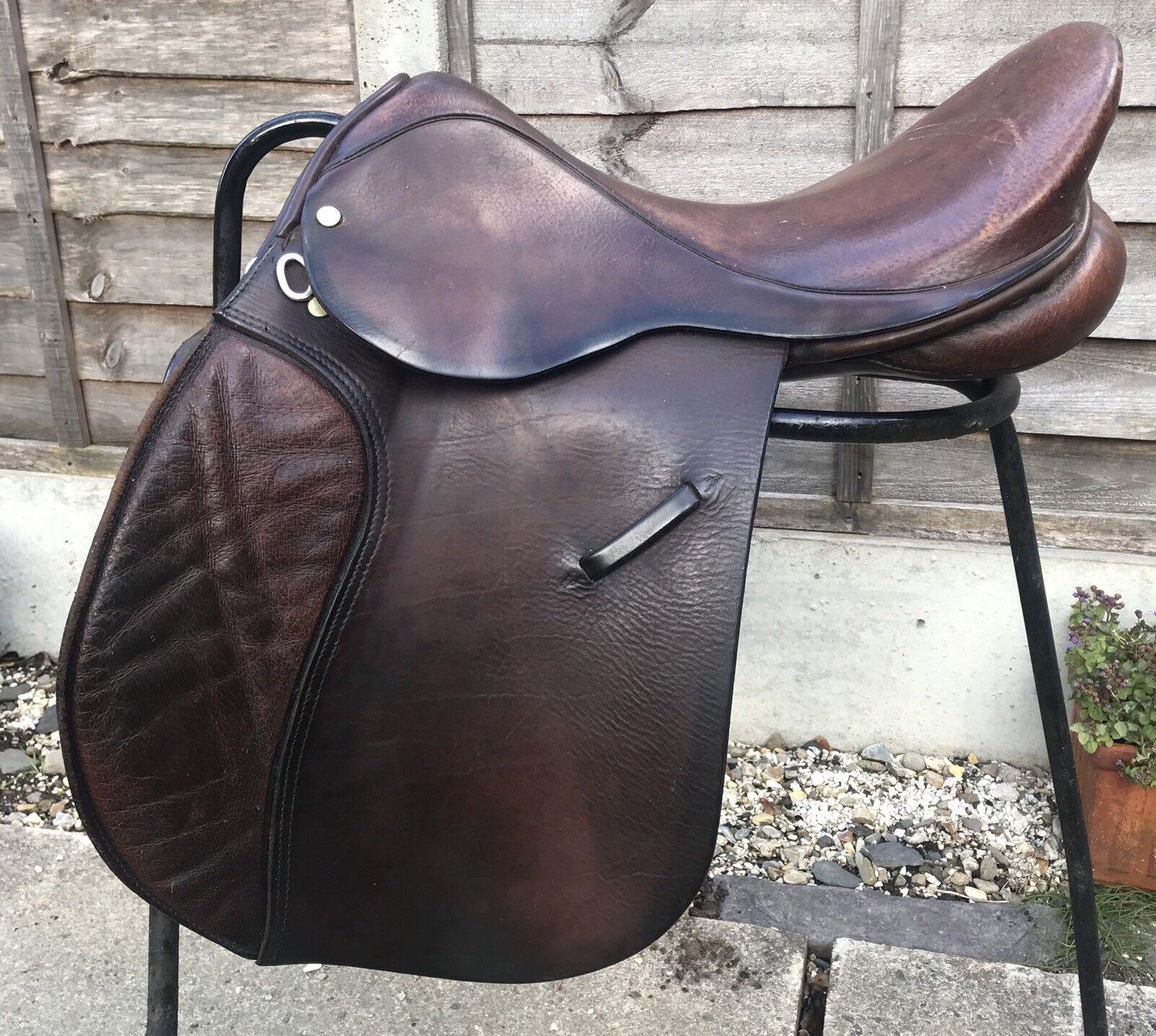 "17 1 2"" Ideal Brown English Leather GP Saddle Medium Fit"