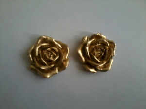 Pair Decorative Resin Moulding 2 Small Fancy Scrolls - Gold Painted Finish