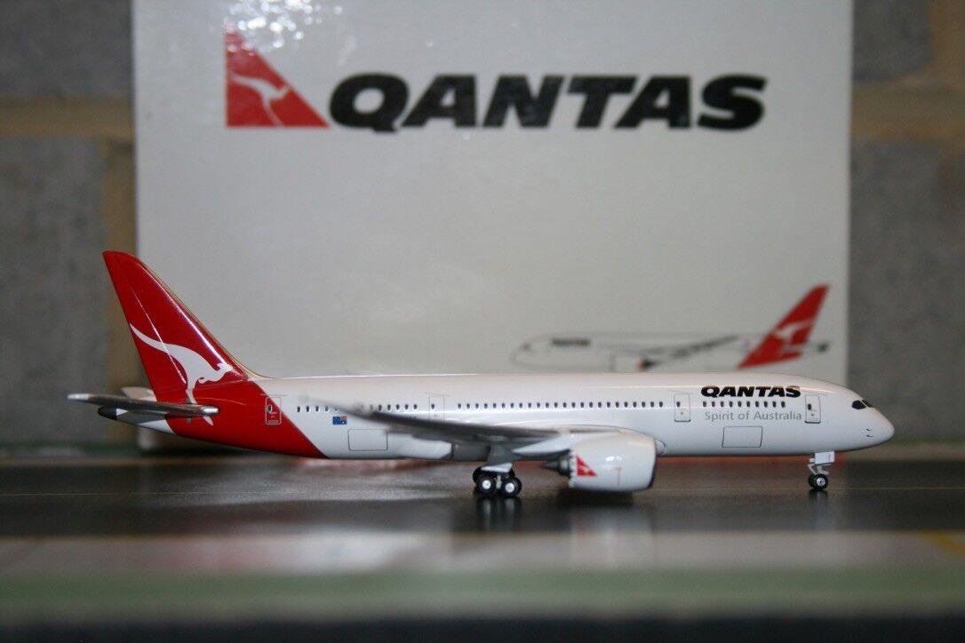 Gemini Jets 1 400 Qantas Boeing 787-8 (GJQFA670) Die-Cast Model Plane