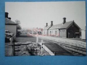 PHOTO-LLANDRINDOD-WELLS-LNWR-RAILWAY-STATION-VIEW-OF-THE-STATION-COMPLEX-IN-19