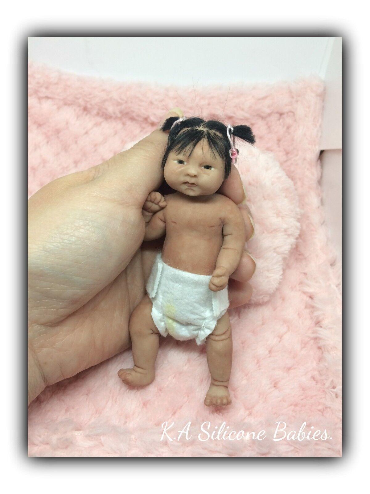 Cuerpo Completo Mini de Silicona Baby Girl Jasmine (con el pelo).