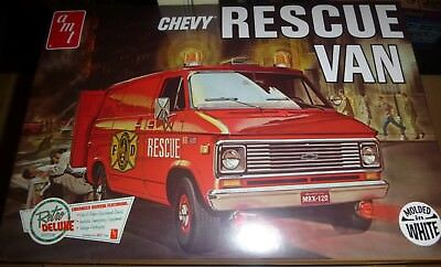 AMT 812 Chevy Rescue Van WHITE 4n1 MODEL CAR MOUNTAIN KIT 1//25 FS