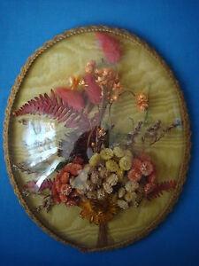 Reliquaire-ancien-cadre-ovale-verre-bombe-decor-fleurs-sechees-vintage-60-039-s-beg