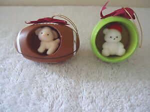 Vintage-Set-Of-2-1986-Enesco-Jingle-Sports-Balls-Hanging-Ornaments-034-BEAUTIFUL