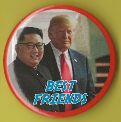 """Pin 01 2020 Donald Trump /& Kim Jong-un 2-1//4/"""" /""""Best Friends/"""" Souvenir Button"""