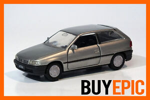 Gama-1-43-Opel-Astra-F-Fliessheck-3-tuerer-silber-silver-Modellauto-NEU-amp-OVP