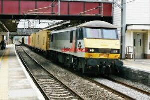 PHOTO-CLASS-90-AT-HARROW-WEALDSTONE-NO-90-044-IN-FREIGHTLINER-TWO-TONE-GREY-AN