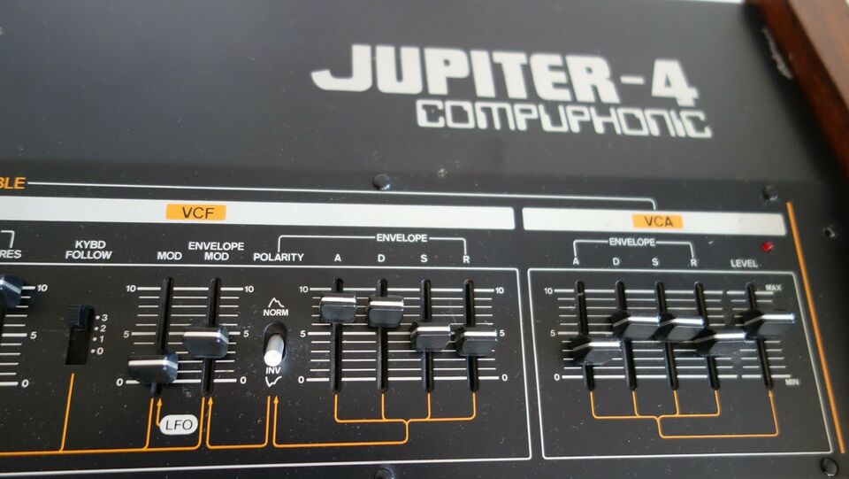 Synthesizer, Roland Jupiter 4