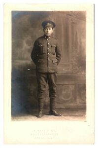 Antique-WW1-military-RPPC-postcard-portrait-of-a-British-Soldier-in-uniform