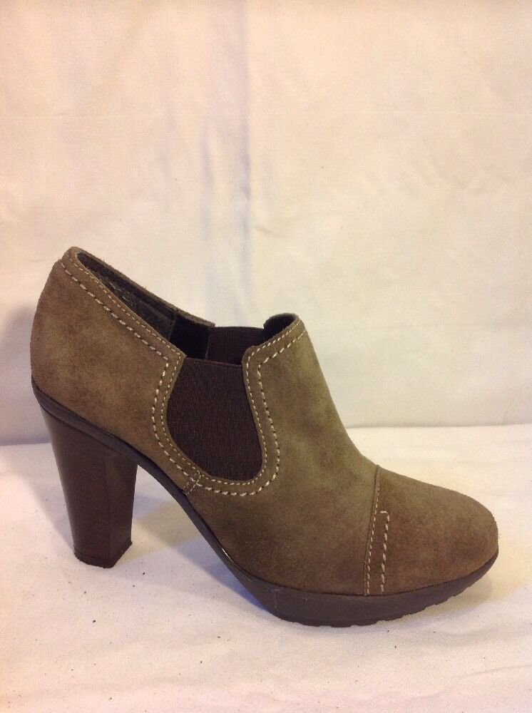 Pregunta Brown Ankle Suede Boots Size 4.5