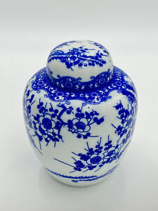 "Oriental Chinese Blue and White 5"" Ceramic Porcelain Vase with Lid -Unmarked"