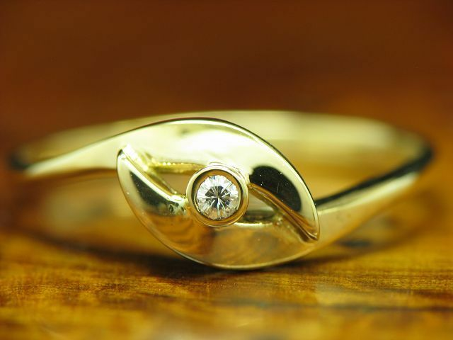 14kt 585 yellowgold RING MIT BRILLANT BESATZ   DIAMANT   1,3g   RG 54