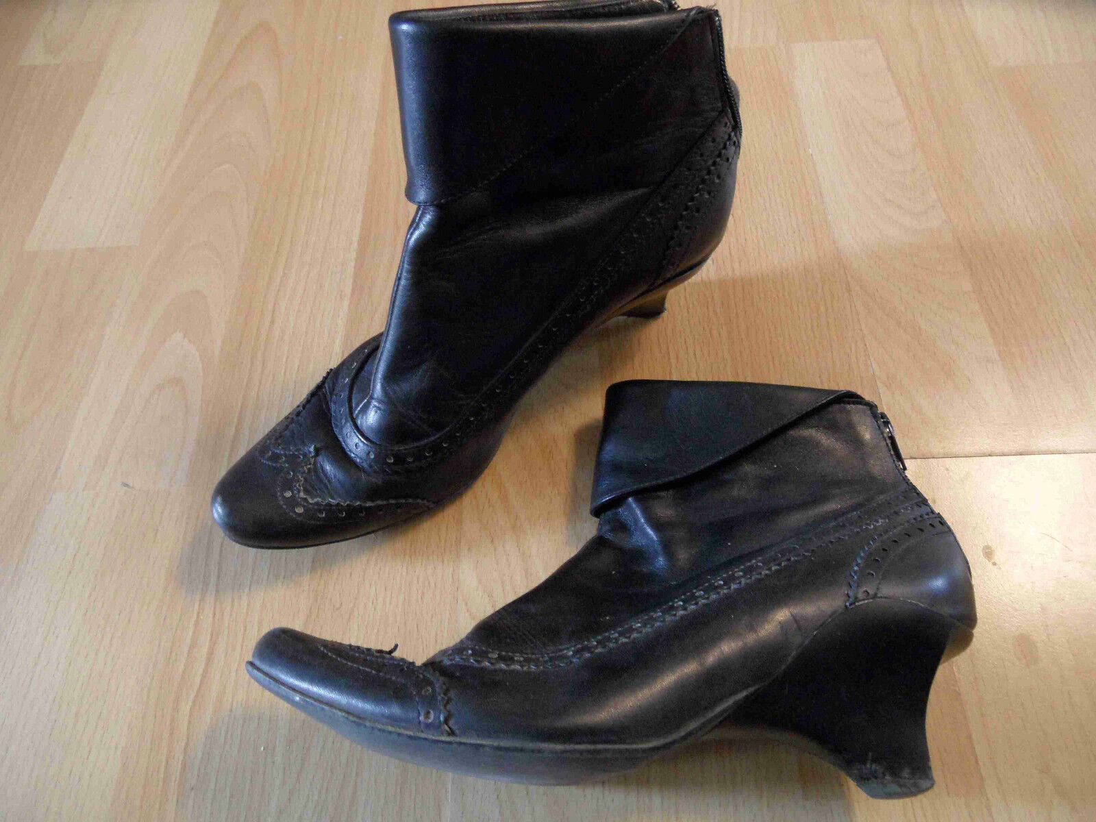LISA TUCCI stylische Budapester Ankle Stiefel Gr. 37 TOP ZC616
