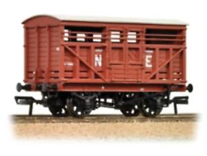 Bachmann-37-706A-OO-Gauge-LNER-12t-Cattle-Wagon