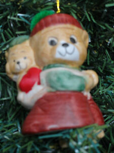Caring-Critters-Chimer-Bisque-Porcelain-Chrismas-Bell-Ornament-Mom-Bear-Cub-CUTE