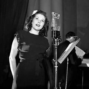 CBS-OLD-TV-RADIO-PHOTO-Janette-Davis-Singer-On-The-Arthur-Godfrey-Time-Program