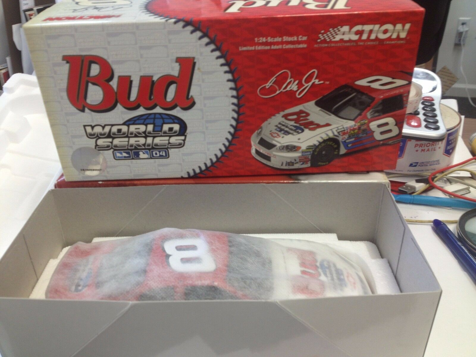 Aktion 24 nascar tanzenden menge jr.   8 budweiser   mlb world series 2004