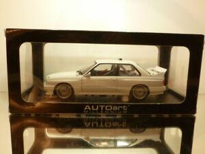 AUTOART-89045-BMW-E30-M3-DTM-PLAIN-BODY-VERSION-WHITE-1-18-EXCELLENT-IN-BOX