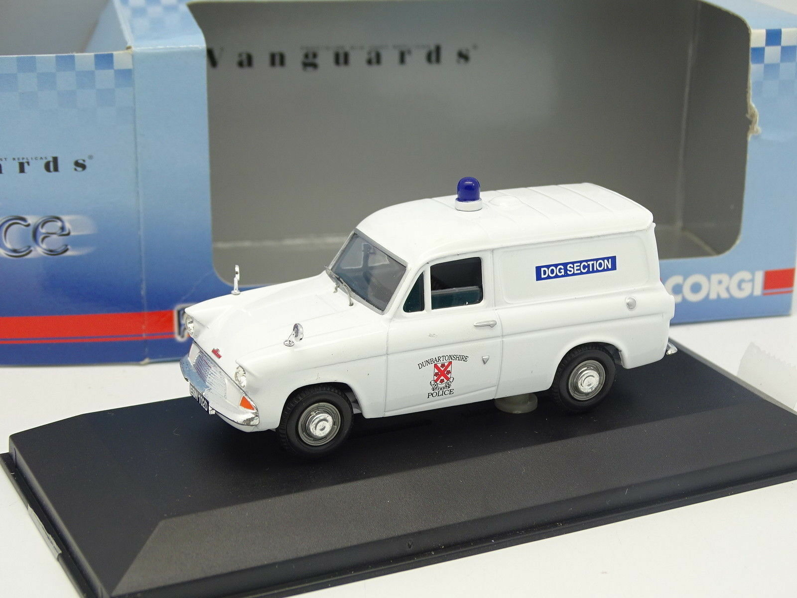 1 43 - vanguards ford anglia van dog section