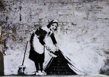 Banksy Poster Graffiti Sweeping Under Wall mit Gratisposter