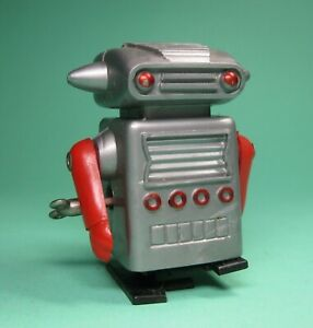 WIND-UP-UNI-PET-WALKING-SPACEMAN-ROBOT-B-BY-HERO-MADE-IN-JAPAN-FROM-OLD-STOCK