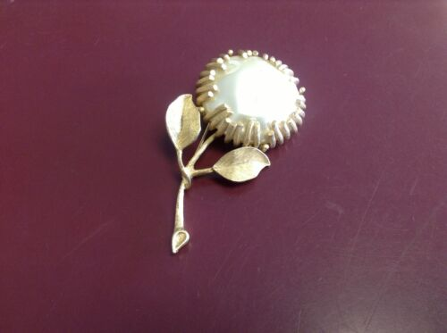 Sarah Coventry pearl brooch - image 1