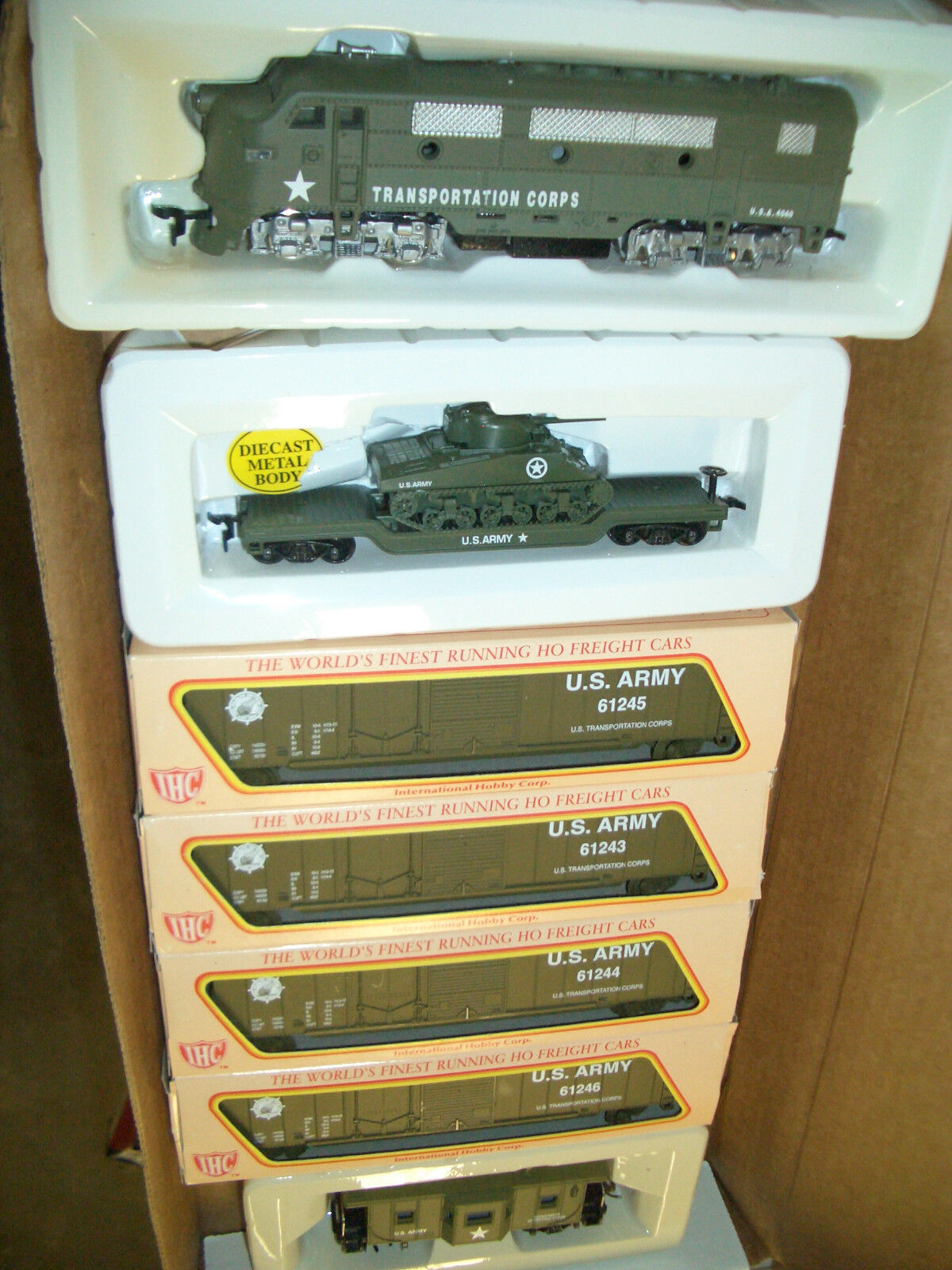 HO TRAINS  MILITARY  US ARMY F-3 & 5 CARS  TRAIN SET  US ARMY TRAIN SET BBF-200S