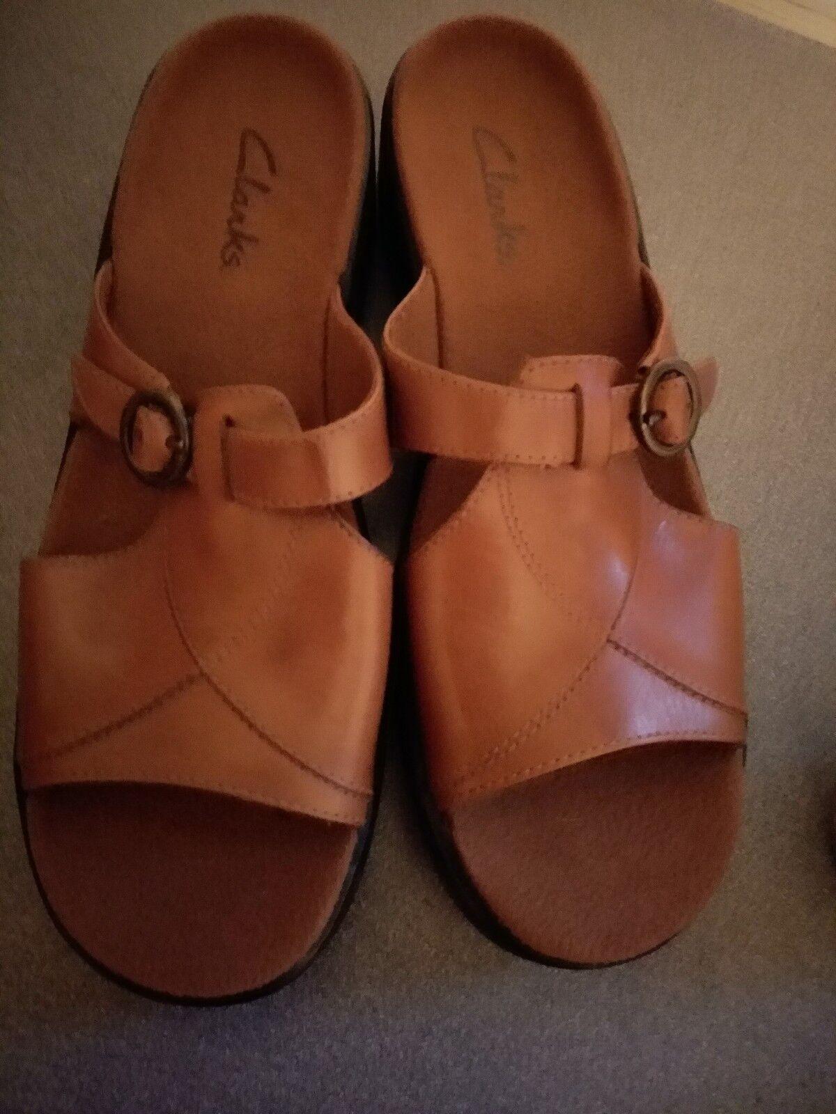 NWOT Damenschuhe Clarks Braun Leder Sandale Made in Brazil slide Open Toe Größe 9M