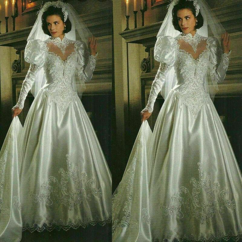 Long Sleeve Lace Beaded Wedding Dresses Vintage Princess Appliques Bridal Gowns