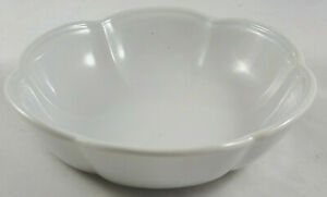 Vintage-McCoy-USA-Art-Pottery-White-Light-Blue-Lotus-Flower-Bowl-Planter-7528