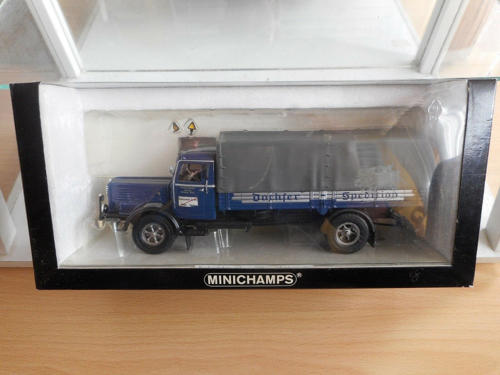 Minichamps Buessing 8000 S Canvas Truck  Dachser  in Blau grau on 1 43 in Box