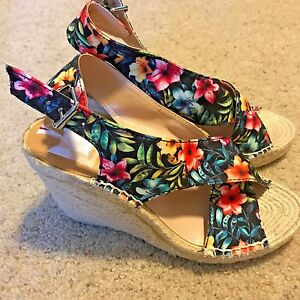 480ff10d1ece Image is loading DOLCE-VITA-SOVAY-Tropical-Floral-Canvas-Wedge-Heeled-