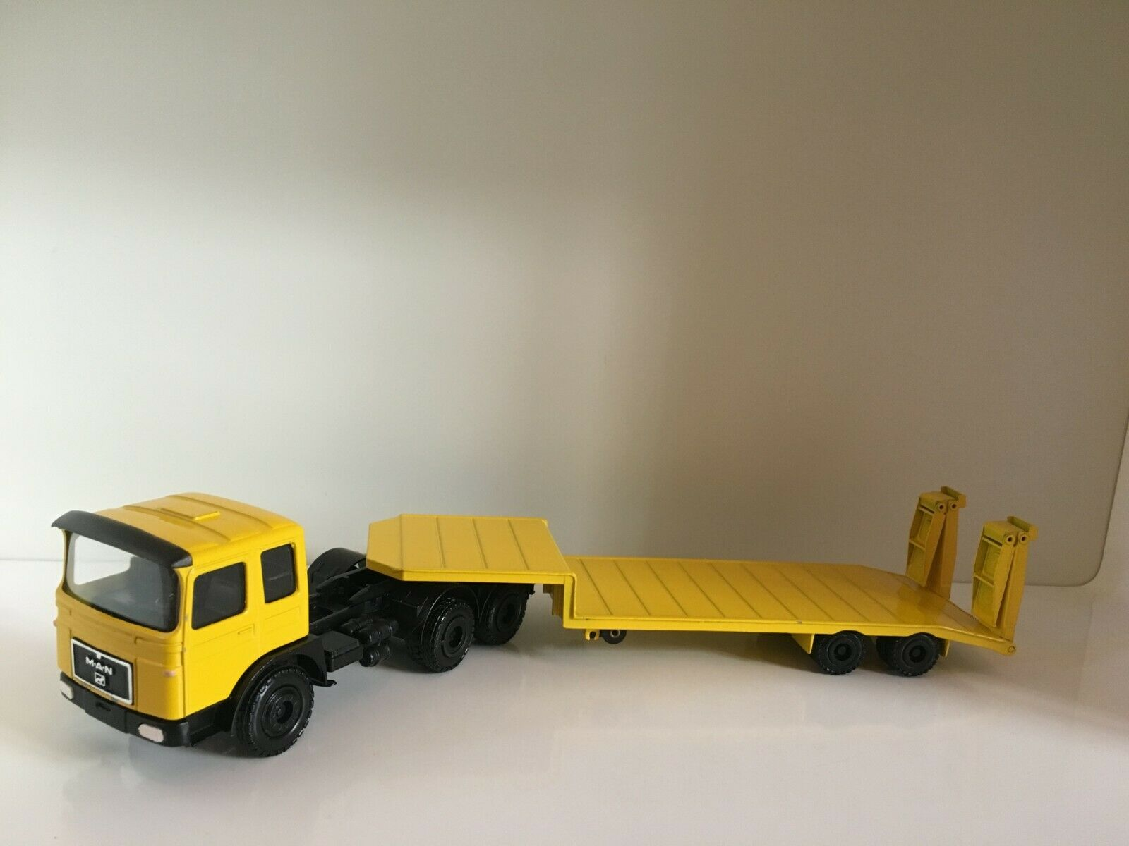 Man F8 3-axle versions with goldhofer Low Loader by Conrad 3125 1 50