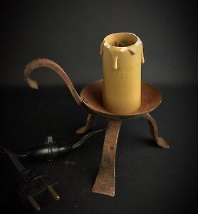 Ancienne-lampe-bougeoir-en-fer-Forge-Style-Medieval-Artiste-ferronnerie-1960