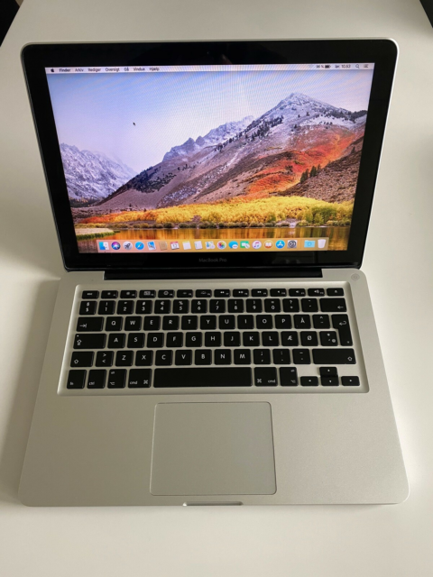 MacBook Pro, 2,4 GHz Intel Core 2 Duo GHz, 4 GB ram, 250 GB…