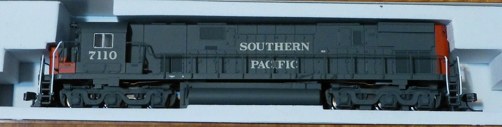 Atlas N  40001975 Southern Pacific  Rd  7110  C-628  Locomotive  DC