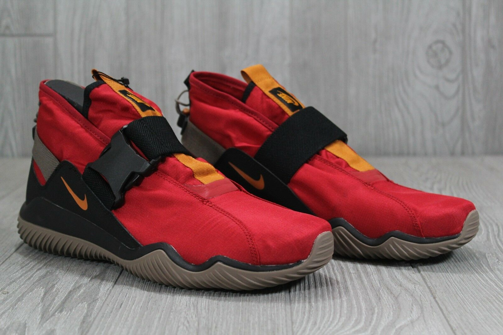 best sneakers e4afb 532f2 ... 36 New Nike Komyuter ESS Gym Gym Gym Red Black shoes AQ8131 600 Mens  Size 10 ...