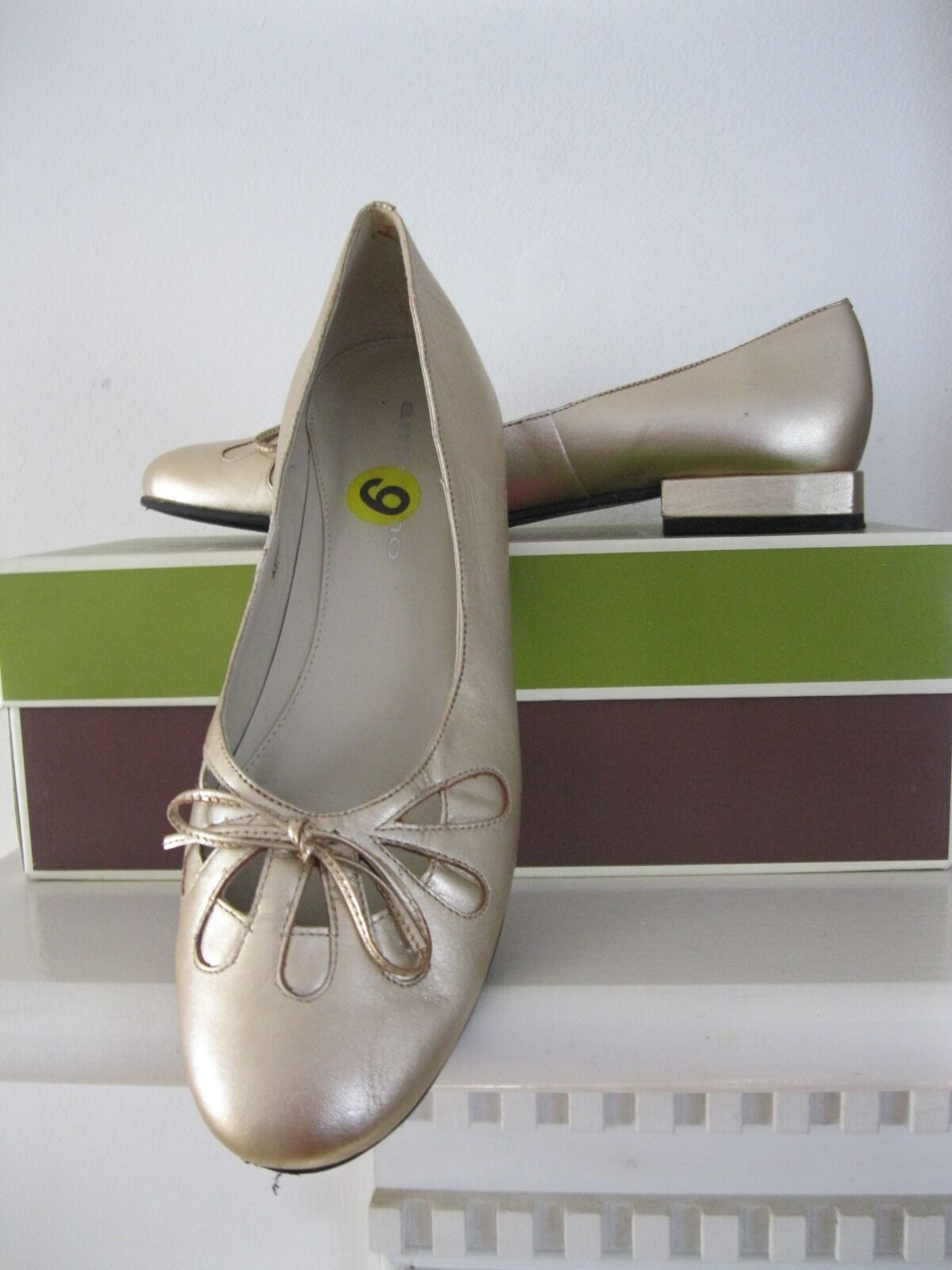 NEW flat Size 9 M Gold flat NEW leather ladies shoes Andiamo, Made in Brazil 62d38d
